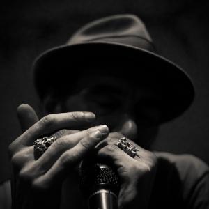 the harmonica man - © Jean Fabien